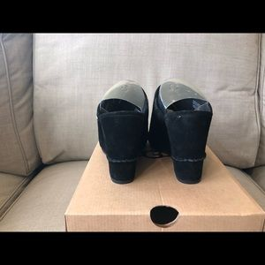 UGG Shoes - NEW Ugg Shoes Black Lively Size 8